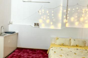 Cho thuê phòng full NT có bếp và ban công, ngay trung tâm q1