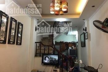 Cho thuê nhà 2T x 30m2 Vĩnh Hưng, 2ĐH, 2WC, 2 giường ngủ, tủ, bàn ghế ở luôn. Giá 5 tr