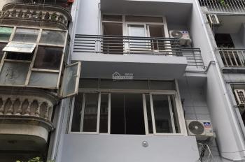 Cần sang nhượng lại Nhà mặt phố Quan Nhân(đang kinh doanh quần áo); 50m2*5 tầng;17tr;LH 0816618618