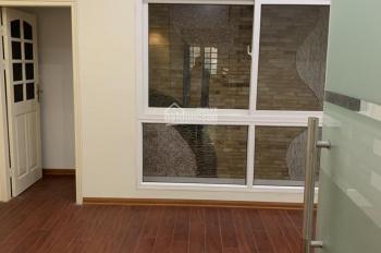 Cho thuê nhà mới đẹp 2 mặt thoáng trước sau mặt phố Thiên Hiền. DT 120m2, XD 90m2 x 5T, MT 5,5m