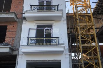 Bán nhà mới 1 trệt 2 lầu mặt tiền đường 884 Xã Sơn Đông TP Bến Tre. SHR sở hữu lâu dài