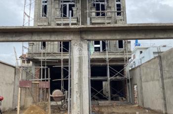 Bán căn nhà đường Hà Huy Giáp DT 5,5x35m, 1 trệt 3 lầu