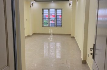 Cho thuê nhà 42m2 mới đẹp hiện đại tại 82 Vũ Trọng Phụng