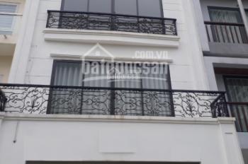 Chính chủ cho thuê căn hộ chung cư phố Hạ Hồi, Trần Hưng Đạo, Hoàn Kiếm. 120m2, 3P, 15tr/th có TL