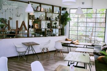 Nhà hàng mặt tiền Nguyễn Văn Thủ, Q1, ngang 11m 2 lầu sân thượng giá 111,305 triệu/tháng