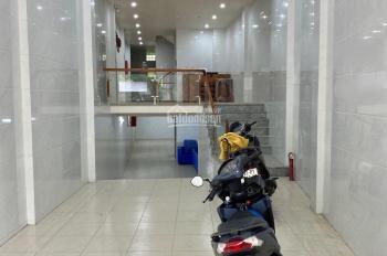 Mặt tiền Trần Quốc Hoàn 4x25m, hầm, 6 lầu, 16 PN, 16WC, full NT, TM. Gía: 80 tr/th
