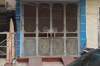 Cho thuê căn nhà ngõ 1 phố Phạm Tuấn Tài. Diện tích 40m2 x 5 tầng, giá 15 triệu