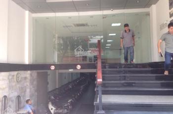 Cho thuê nhà mặt phố Bạch Mai: Diện tích 120m2 x 3 tầng, mặt tiền 7m, có thang máy, hầm để xe