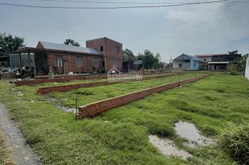 Gia đình cần bán gấp 2 lô đất gần ủy ban ngay thị trấn Đức Hòa, 4tr5/m2. LH: 0902516520 Linh CC