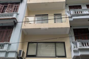 Cho thuê nhà tại Khuất Duy Tiến. Thang máy, DT 70m2, 5.5T, MT 5m, giá 32tr/th. LH 0987657500