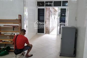 Cho thuê nhà mặt phố khu vực Quan Nhân S=40m2, 3 tầng, 3 pn, giá thuê 10tr/tháng