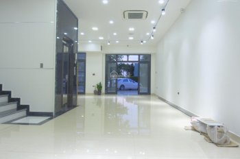 Cho thuê nhà mặt đường Lê Lợi MT 8m, DT 160m2, 4 tầng, giá 55tr. LH 0936706996