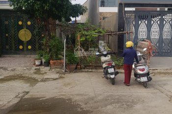 Bán lô đất Nguyễn Văn Quá, Q12 DT 4x25m hẻm 8m. Giá 4 tỷ 2 TL đất đã ép cọc LH: 0909677159 chị Hiền