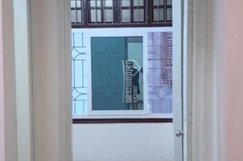 Bán nhà 4 tầng phố Hồ Giám, Đống Đa, SĐCC ngõ nông gần phố giá 4 tỷ, LH 0794049899