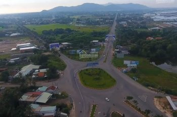Cần bán nền đất 3 mặt tiền Quốc Lộ 55, ngay cổng chào Long Điền, DT 240m2, giá 3.05 tỷ, sổ riêng