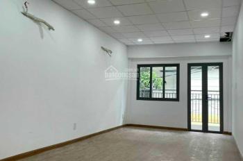 Cho thuê nhà mói xây (3,3x12m) HXH 207/ đường 3/2, Quận 10