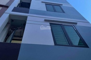 Cho thuê nhà riêng cho hộ gia đình tại Mai Dịch 40m2 x 4 tầng, nhà mới tinh đẹp đẽ. Giá 10tr/tháng