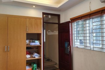 Cho thuê nhà 5 tầng dt 30m2 ,3pn, Ngõ 246 phố Minh Khai, đủ đồ, ở ngay, cách oto 100m