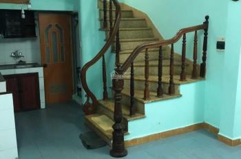 Cho thuê tầng 1, 2 nhà ngõ yên tĩnh thích hợp cho hộ gia đình đầy đủ bếp, nhà vệ sinh