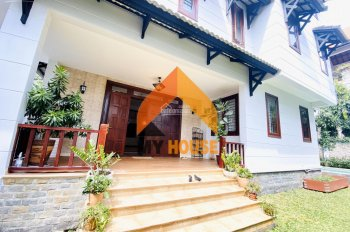 Villa đẹp nhất hệ mặt trời ngay Nguyễn Văn Hưởng - Thảo Điền full nội thất cao cấp