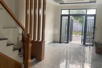 Nhà 1 trệt 2 lầu trong KDC Cát Tường Phú Sinh, 3pn,3wc, phòng thờ, sân phơi, giá 2,29 tỷ