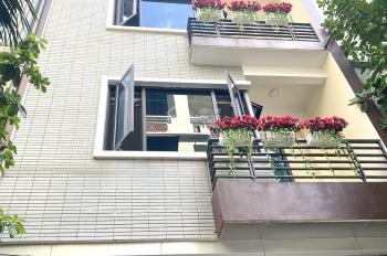 Cho thuê nhà mặt phố Trung Kính To  . DT : 90 M * 5 Tầng . MT : 5.5 M . Gía : 36 tr/th