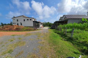 Cần bán lô đất gần Ủy ban xã Quảng Đông, diện tích rộng full đất ở. Liên hệ: 093.234.6989