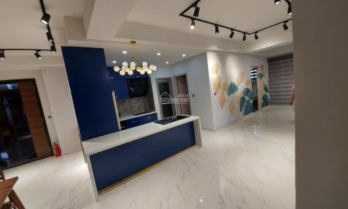 3 bedrooms Midtown apartment for rent