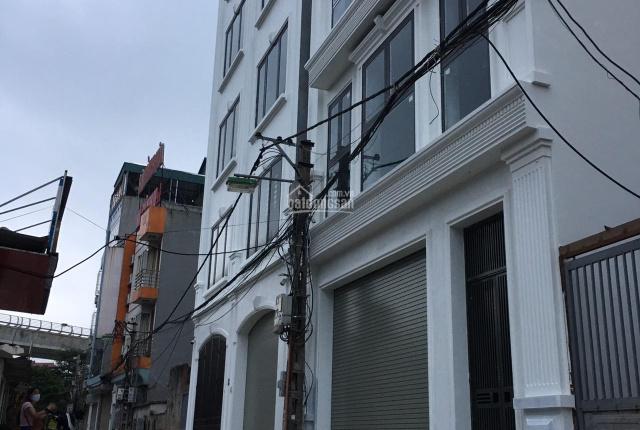 Cho thuê nhà làm văn phòng tại Phúc Diễn, nhà mới tinh, sẵn thang máy, ô tô đỗ cửa