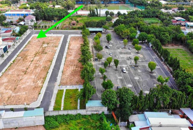 Cần bán lô đất 2 MT đường nhựa 40m, sổ hồng riêng đang vay NH
