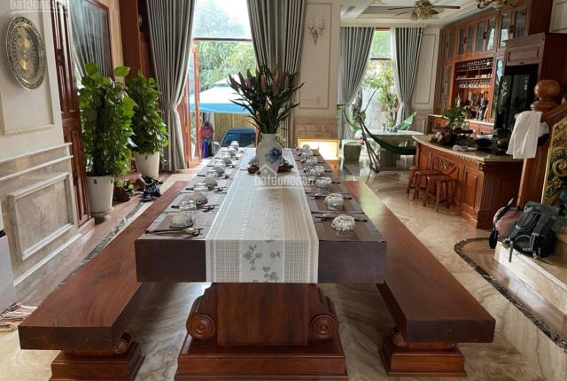 Bán gấp biệt thự góc 3 mặt tiền Ấp Chiến Lược, Bình Tân. Full nội thất (8.5 x 32m) giá 39 tỷ