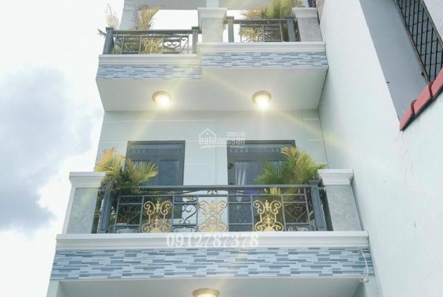 Nhà 2 lầu mái đúc đường Huỳnh Tấn Phát DT 4m x 28m, 4 phòng ngủ, mặt tiền hẻm, phía trc sân rộng