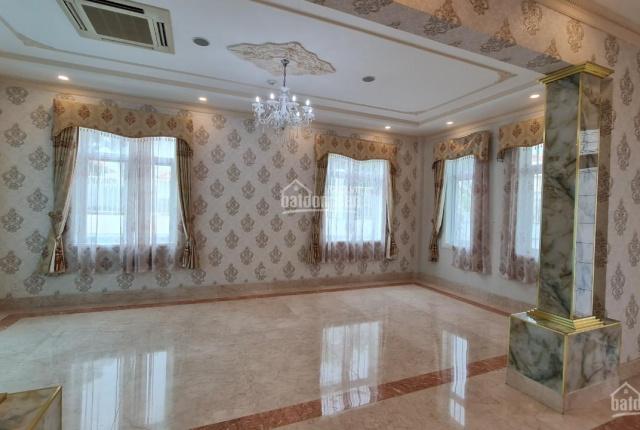 Biệt thự cho thuê mặt tiền Nguyễn Văn Hưởng, Thảo Điền, Quận 2. Diện tích: 500m2 giá tốt