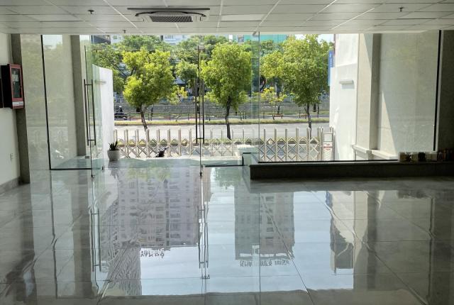 Cho thuê nhà nguyên căn hầm trệt 8 lầu DT 8x20m MT Võ Văn Kiệt Q1 view đẹp
