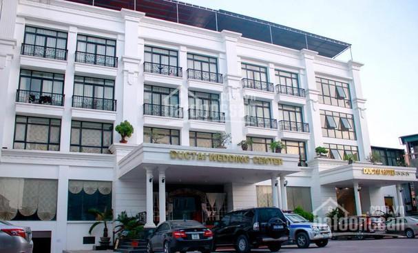 Cho thuê nhà góc 2 MT Nơ Trang Long, nằm ở ngã 3 đường lớn, DT 20x25m, 4 tầng, miễn phí năm đầu