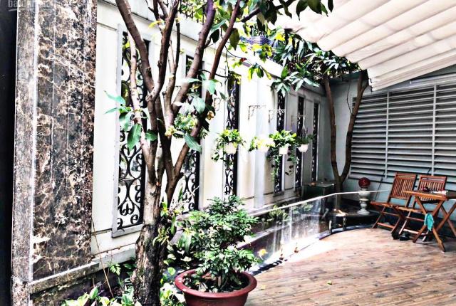 Biệt thự sân vườn gần 200m2 trong KDC đường Nguyễn Thị Thập, Quận 7. Liên hệ Phú Quí 079999-7099