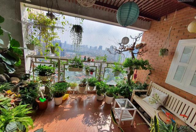 Cần bán gấp căn hộ căn góc chung cư 172 Ngọc Khánh, Ba Đình, nội thất cơ bản, nhà thoáng mát