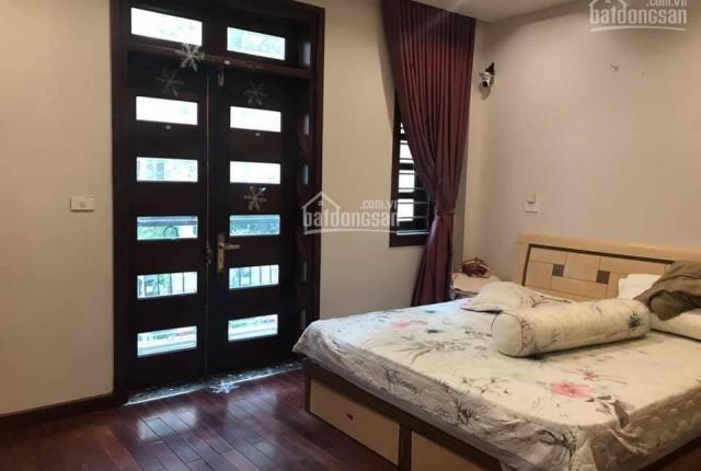 Chính chủ cần bán gấp nhà mặt phố Chùa Láng, 9,8 tỷ