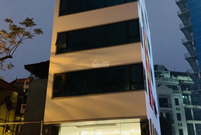 Cho thuê nhà mặt phố Thuỵ Khuê làm văn phòng, kinh doanh. LH: 0906227705