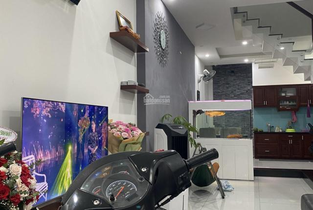 Nhà đẹp nội thất cao cấp cần bán, tọa lại tại hẻm 6m nhựa, 4,2x14m, 3 lầu. Full nội thất