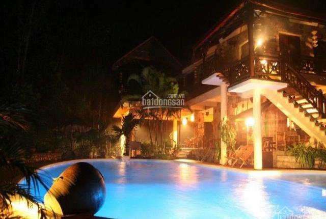 Bán khuôn viên nghỉ dưỡng gần 10ha, có hồ, suối, khách sạn nhà hàng, đường liên xã. LH 0965511386