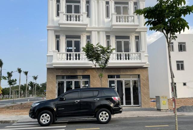 Nhà phố TT 900 triệu 1 trệt 2 lầu, cách TTHC thành phố mới Bình Dương 1Km, ngay cổng KCN Vsip 2
