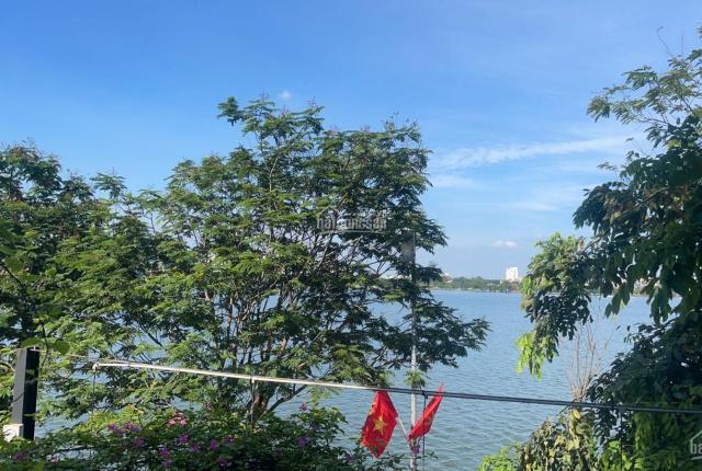Biệt thự ven Hồ Tây giáp Ba Đình, thuận tiện giao thông tới trung tâm thành phố, sân bay, cao tốc