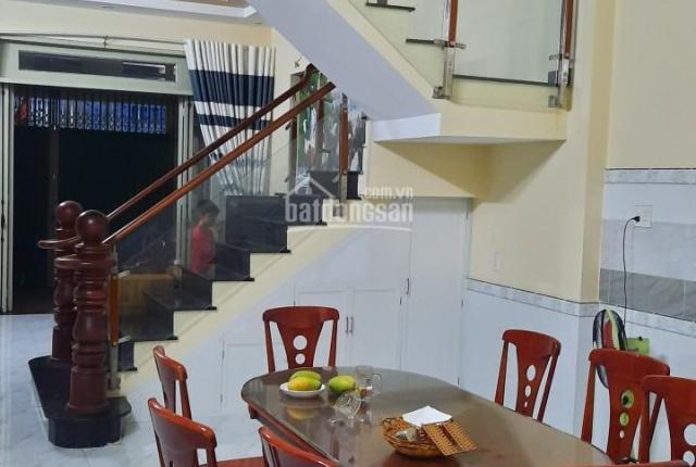 Cần bán nhà của dân chưa qua đầu tư diện tích 85,6m2, giá 2tỷ8 có thương lượng. LH 0815.157.078