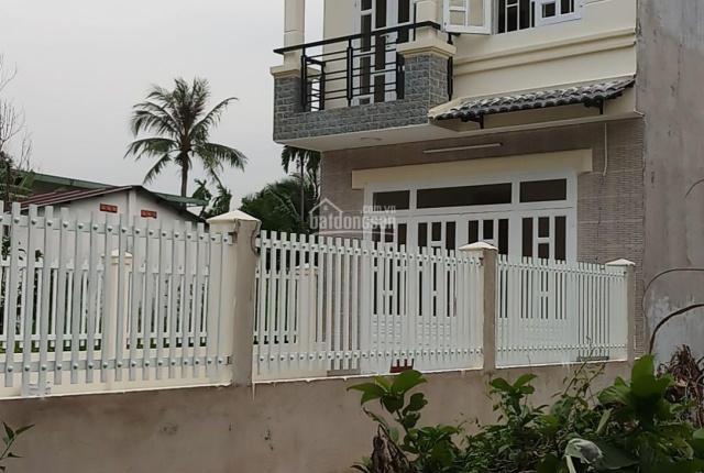 Nhà 1 trệt 1 lầu, DT 168m2 3 phòng ngủ đường ô tô, giáp ranh Thủ Dầu Một, cực đẹp, LH 0979553880