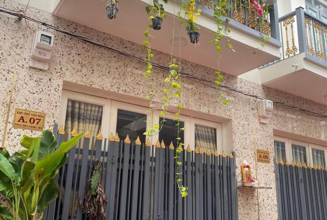 Nhà mặt tiền giá rẻ giá 720tr, DTSD 80m2, ngay chợ Trần Văn Giàu