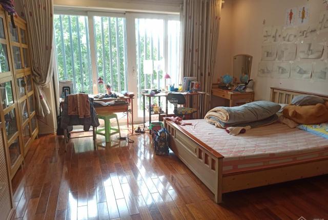 Cần bán tòa văn phòng cao cấp, mặt phố Trần Hưng Đạo, Hoàn Kiếm 220m2, đang cho thuê 310tr/ tháng
