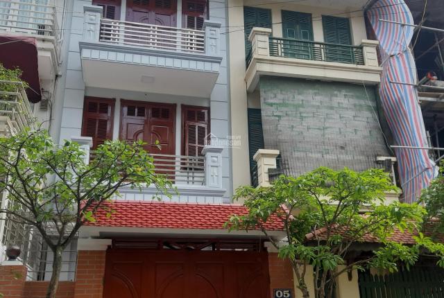 Cho thuê cả nhà 80m x 3 tầng, ngõ 106 đường Hoàng Quốc Việt làm Văn phòng, lớp học, Kd online, Gđ ở