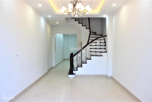 Cho thuê nhà 120m2 x 4 tầng sân vườn gara ô tô phố Đặng Thai Mai, Tây Hồ