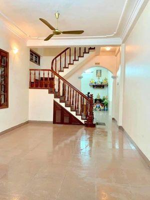 Bán nhà mặt phố Dương Quảng Hàm DT: 110m, 3 tầng, MT 4.5m, giá 17.5 tỷ. LH 0968324886 - 0911970866